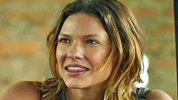 Burn Notice TV character Amanda Maples played by Kiele Sanchez, photo